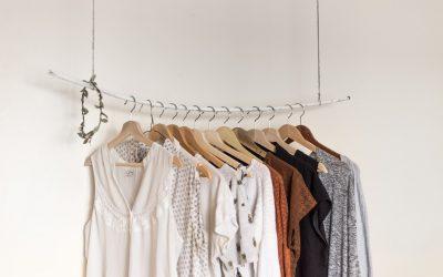 Il decluttering per un guardaroba da sogno